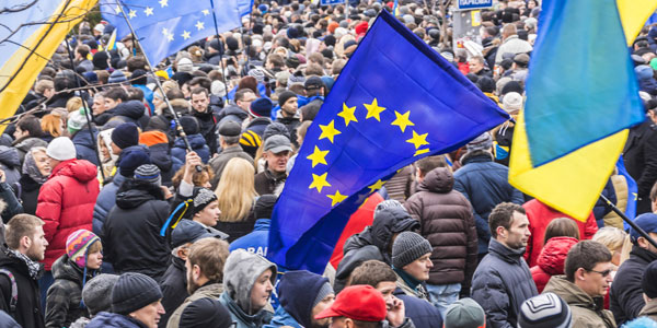 12-ukraine-demonstrators-favoring-eu-ties